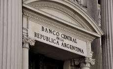 Incertidumbre por la competitividad: el dólar bajó de los $14 y el BCRA no pudo evitarlo.