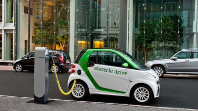 El auto eléctrico podría hundir el precio del petróleo hasta los 15 dólares